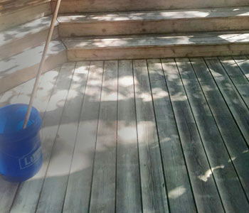 deck cleaning and refinishing wood deck